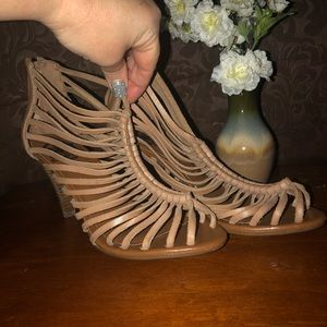 CROWN VINTAGE Leather Strappy Tan Heels Shoes 7